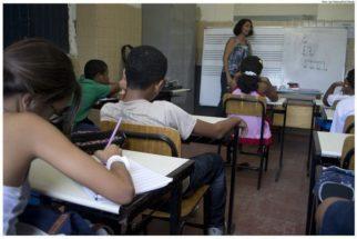 Censo: 11% dos alunos do ens. médio deixaram escola em 2014 e 2015