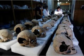 Arqueólogos encontram torre de ossos humanos no México