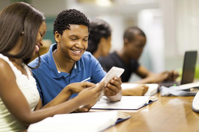 O aplicativo chamado Quiz Profissões foi idealizado pela Universidade Positivo
