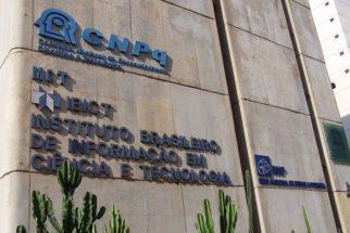 Com verbas cortadas, CNPq tem recursos para pagar bolsas só até este mês