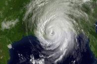 Por que os Estados Unidos são tão atingidos por furacões e tornados?