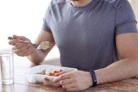 O que acontece com seu corpo quando você come proteína além do normal?