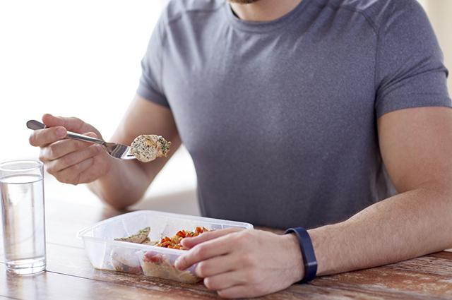 Como o corpo reage ao excesso de proteínas?