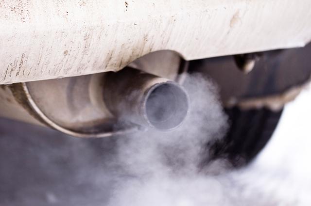 A quantidade de poluição que os carros jogam na atmosfera varia de acordo com modelo e marca do veículo
