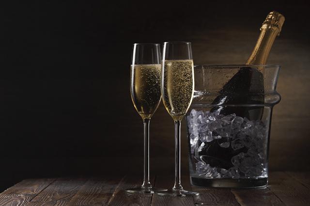 O espumante é extraído a partir da fermentação de uvas