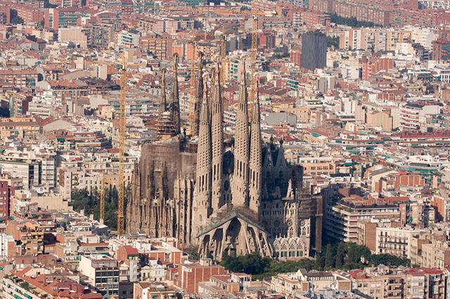 A Sagrada Família, na Espanha, é um dos prédios mais diferentes do mundo