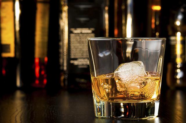 O whisky é feito a partir de cereais maltados