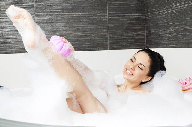 O ideal é que a temperatura do banho esteja morna, não quente
