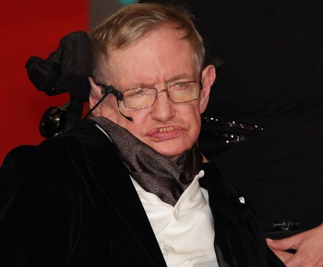 Stephen Hawking foi um físico renomado, sendo o mais célebre depois de Einstein