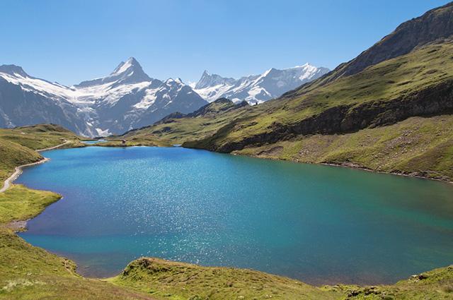O Lago Bachalpsee, na Suíça, é um dos lagos mais bonitos do mundo