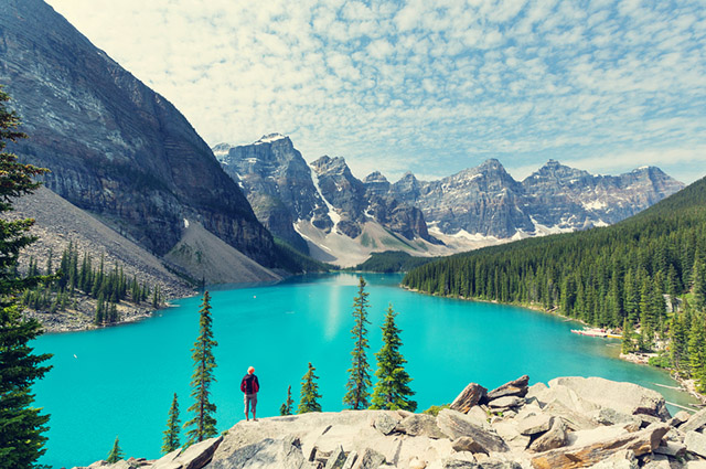 O Lago Moraine, no Canadá, é um dos lagos mais bonitos do mundo
