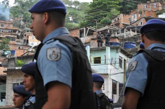 Guerra entre criminosos e polícia é algo frequente onde o crime organizado impera