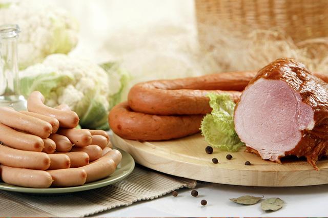 Consumir carne processada regularmente aumenta o risco de câncer colorretal em 18%