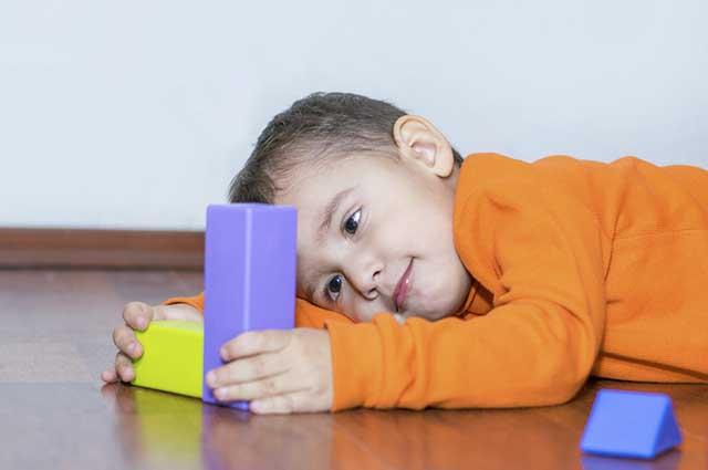 O autismo é uma condição permanente e ainda não se sabe a sua causa