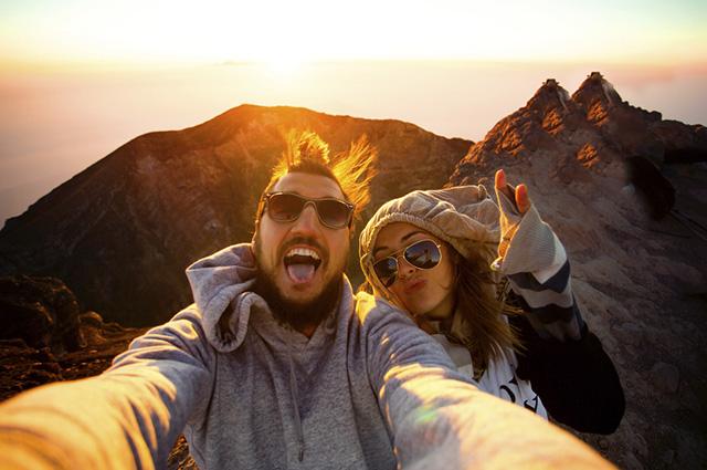 Os blogueiros de viagem têm a sorte de trabalhar viajando, esse deve ser um emprego muito legal