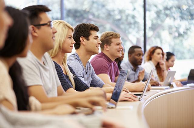 Para fazer faculdade no exterior com bolsa dominar o inglês é importante