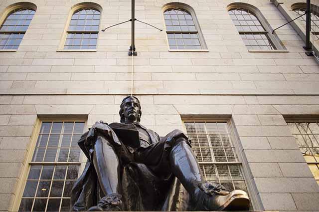 Atualmente, a universidade de Harvard comporta 22 mil acadêmicos