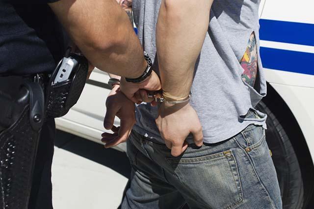 A prisão em flagrante é quando o indivíduo é pego praticando o crime