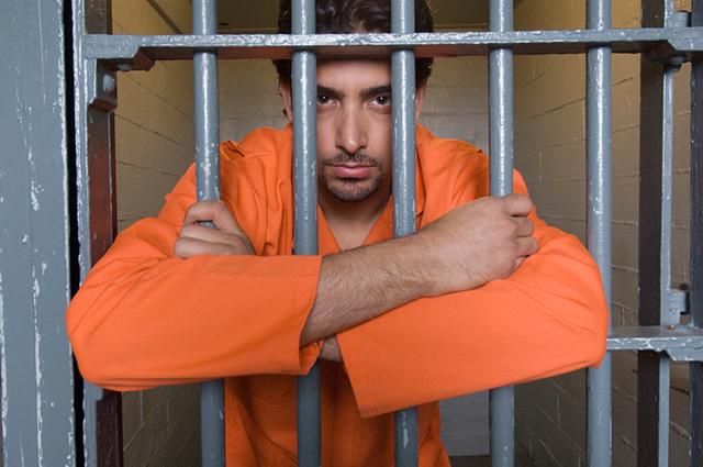 Existem três tipos de prisão provisória: temporária, preventiva ou domiciliar