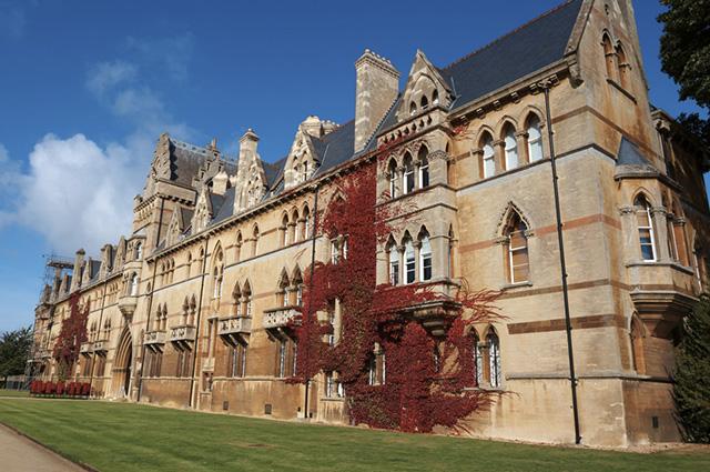 Tanto a Oxford, como outras universidades renomadas ao redor do mundo oferecem bolsas de estudo