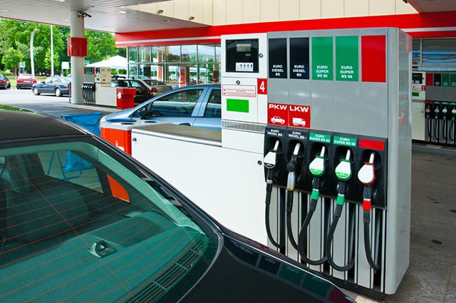 Uma das vantagens do etanol é que ele emite cerca de 25% a menos de gases poluentes