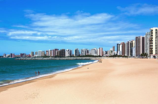 Na bandeira do Ceará o mar e a jangada estão representados