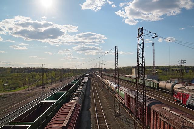 O transporte ferroviário, a exemplo do trem, é um tipo de modal de transporte