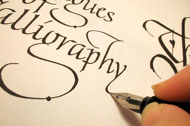 É possível usar a caligrafia artística em convites de casamento