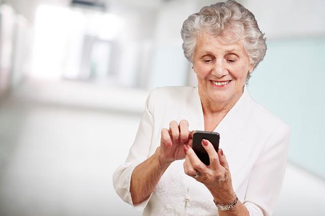 A melhor opção de celular para idoso precisa ter teclas grandes, volume alto e praticidade