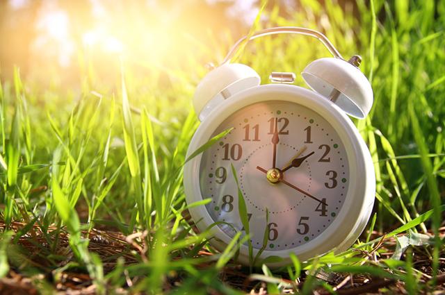 O horário de verão termina com o fim da primavera, a data varia de acordo com cada hemisfério