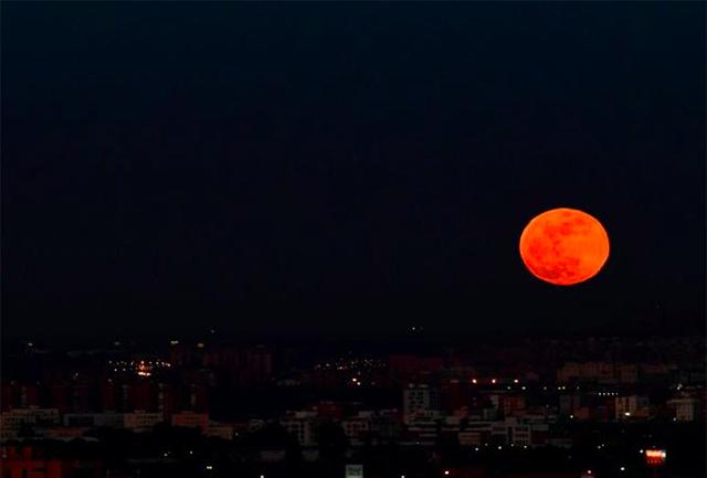 Lua de Sangue em Madrid na Espanha