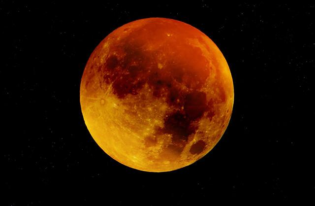 Por que a lua fica vermelha