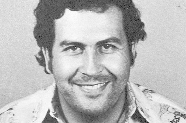 Pablo Escobar foi um narcotraficante colombiano conhecido por sua fortuna, influência e crueldade