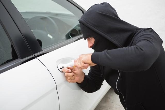 A punição para quem pratica furto ou roubo são diferentes e vai de acordo com suas variáveis