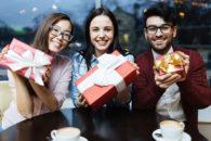 9 formas de amigo secreto diferente para fazer na escola