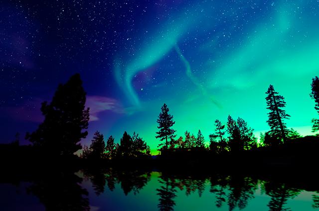 Céu com aurora boreal
