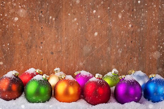 Bolas natalinas coloridas