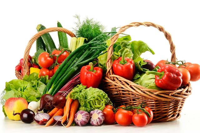 Cesta com vegetais e legumes