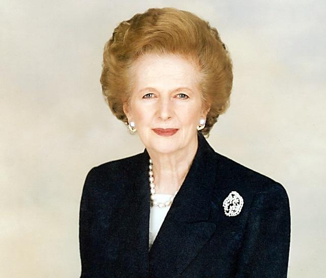 Margaret Thatcher pousando para foto