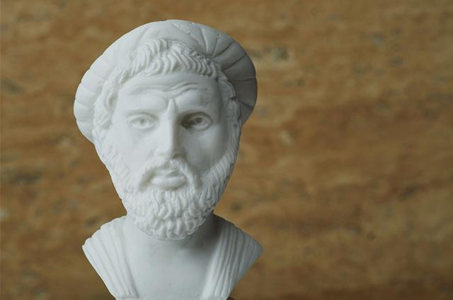 Imagem da estátua de Pitágoras