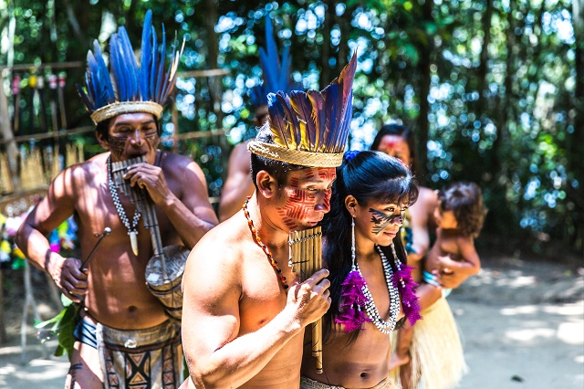 Índios dançando