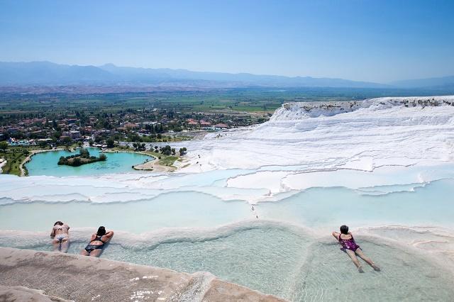 Piscinas térmicas com turistas