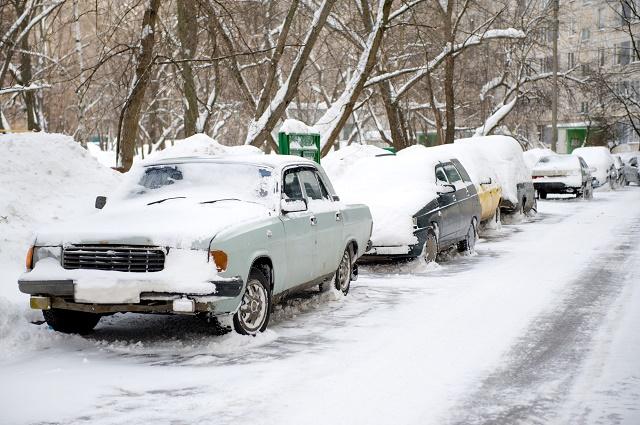 Carros abandonados na neve