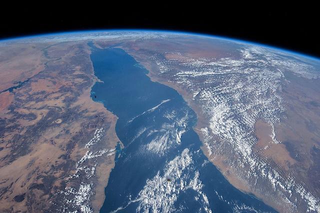 Mar vermelho visto de satélite