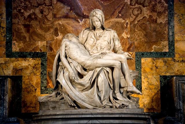 Escultura de Maria e Jesus