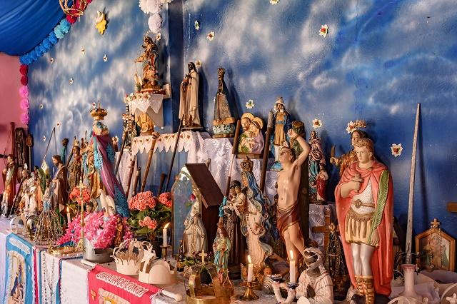 Várias imagens religiosas