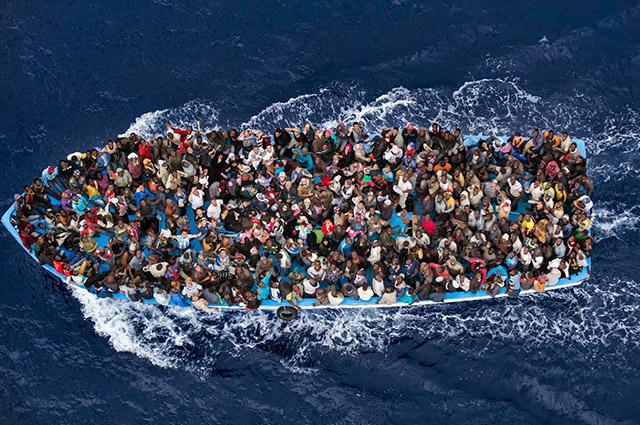 Embarcação com imigrantes